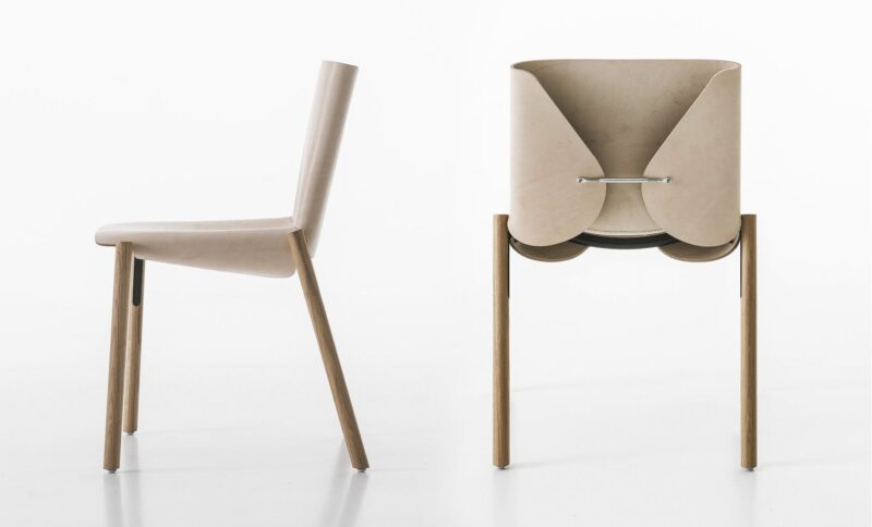 1085 Edition This beautiful object has the charm of a unique piece of furniture. The 1085 edition is available in the chair or living room version, in natural or black leather.