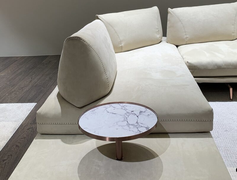 Gianduiotto Design: Centro Studi Calia Italia The main characteristic of Gianduiotto is versatility. The backrest and armrest of the sofa can be freely positioned to allow multiple sitting positions, including vis-à-vis as well as a position for lying.