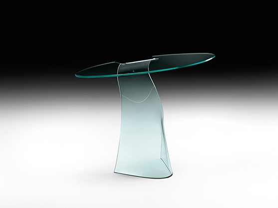 Dama Monolithic console in 12 mm-thick curved glass.