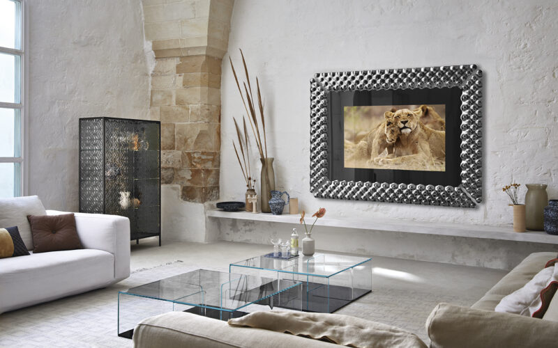 Pop Tv FUSED GLASS MIRROR WITH TV INCLUDED  Wall mirror with TV included. Central mirror in semi-reflecting black back-painted glass 5 mm thick. Frame composed by 4 fused and back-silvered smoke glass elements 6 mm thick. Relevant back frame in lacquered black opaque metal.