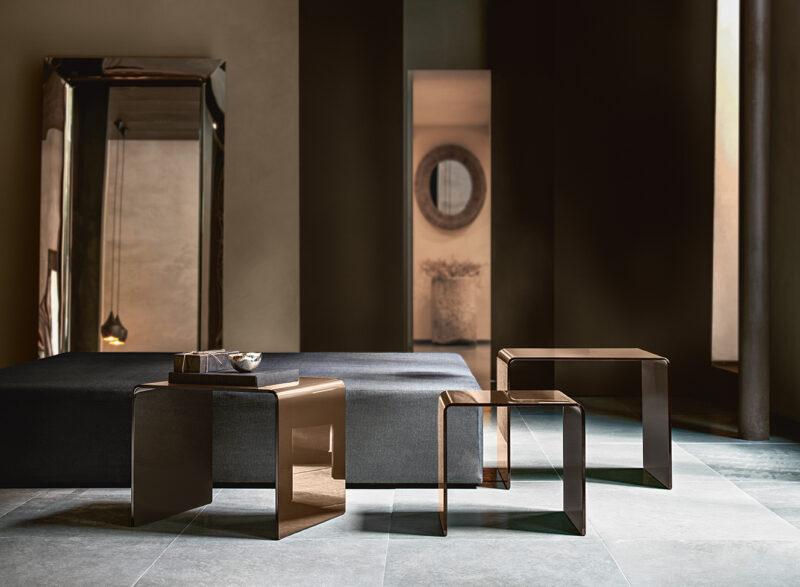 Rialto Tris Set of coffee tables in 10 mm-thick curved glass. Also available in extralight glass, Black 95 (NERO 95) glass or back-silvered bronze glass and in customized sizes.