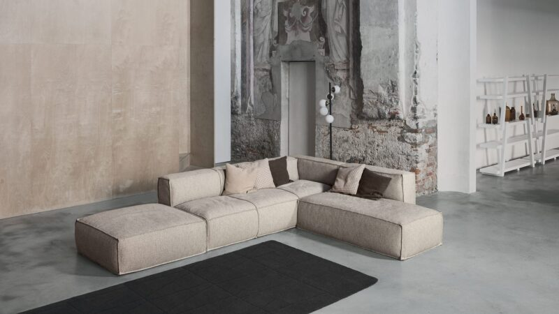 Peanut B Great expressive value for a piece of furniture destined tostimulate our most creative and fanciful side; an envelopingsoftness which confers intense moments of relaxation day afterday. Thanks to the many elements from which it is possible tochoose, Peanut B is an extremely versatile sofa which adapts toevery style or space requirement. Peanut B can also bearranged like an island and be placed at the centre of the roomto create a space in which to socialise.