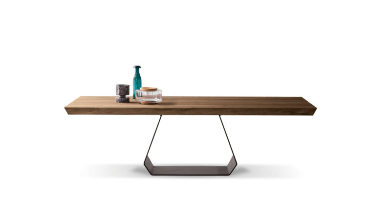 Amond Table The Amond table maintains a great sense of balance through  the contrast between the top and the base, almost creating the  illusion of a suspended top.