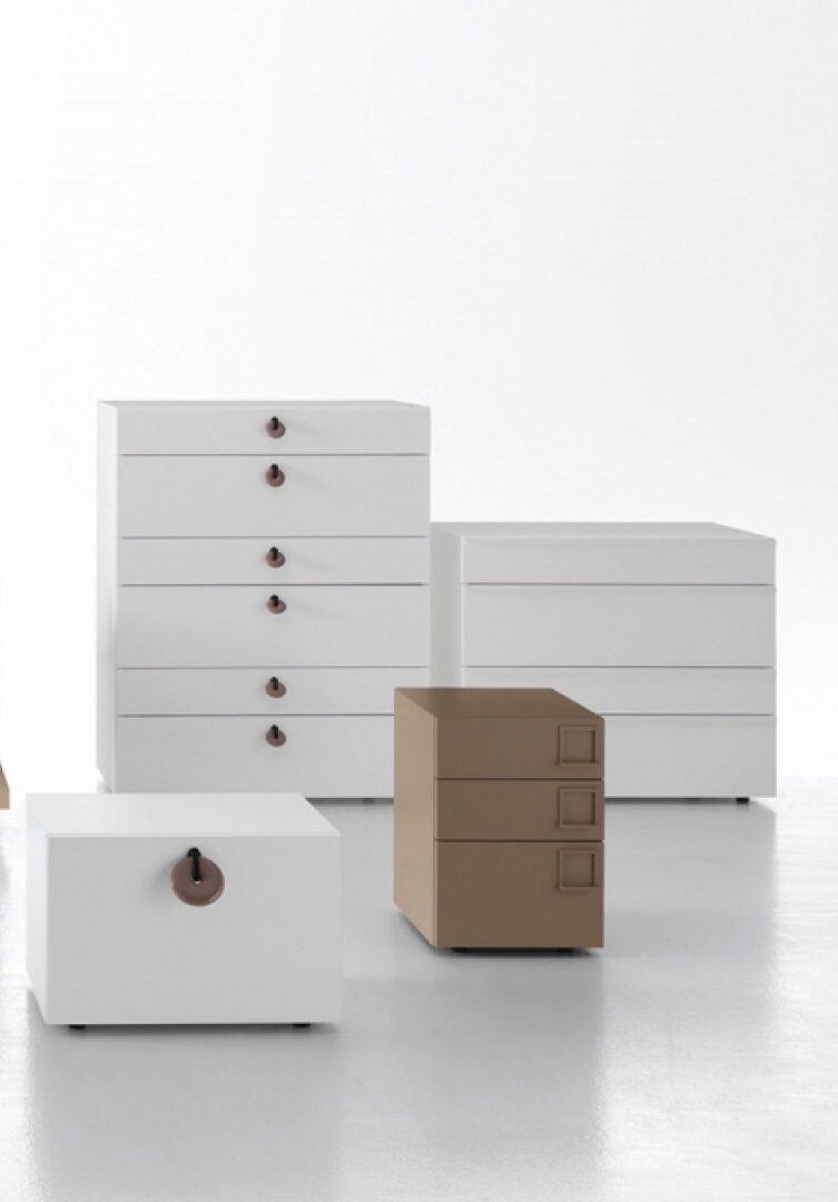 ONYX The Onyx nightstands and dresser are contemporary furnishings for all bedroom with modern design, embellished with a handle of your choice among the several available