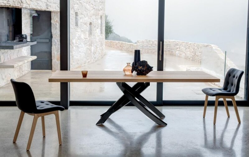 Artistico Table Table fix or with extensions, with lacquered Metal frame.