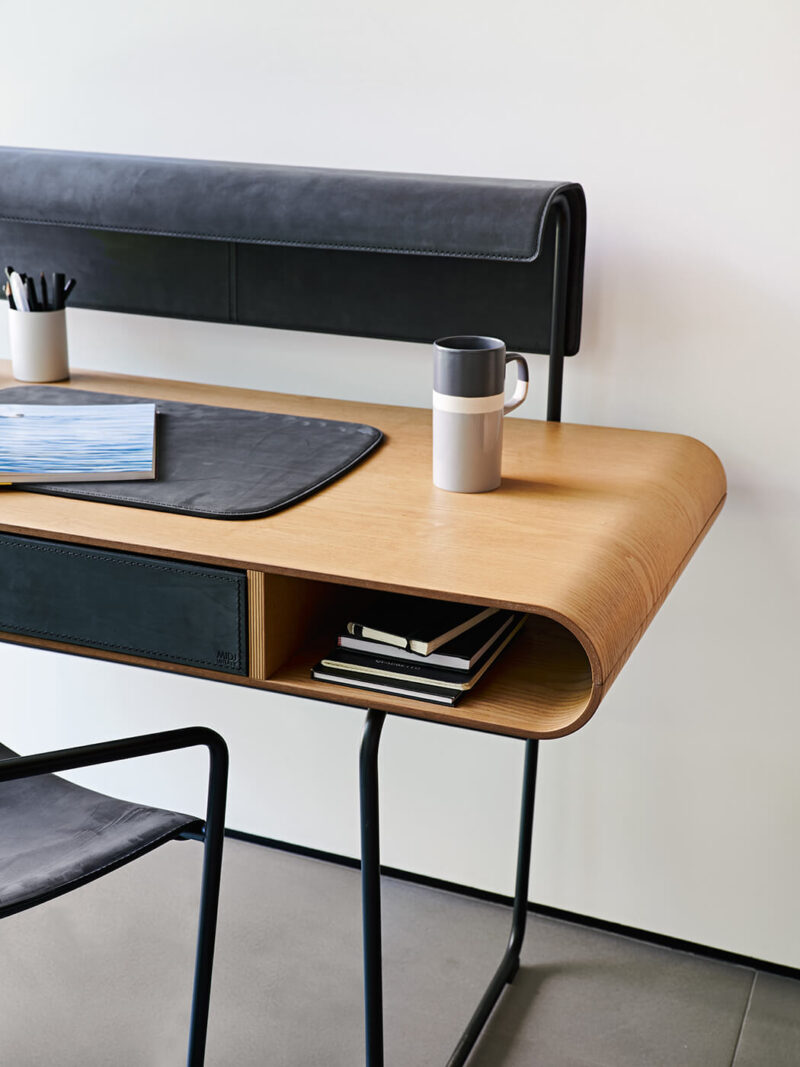 APELLE Writing desk made with steel structure and wooden top. To complete the desk is available the hide drawer and the led lamp applied on the lampshade. The desk is part of the Apelle collection.