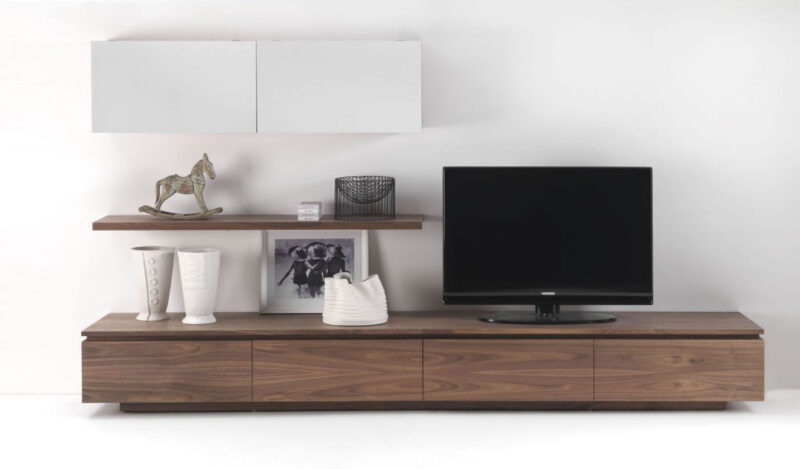 Sipario Modular system in solid wood and blockboard, characterized by different modules to be combined with each other.